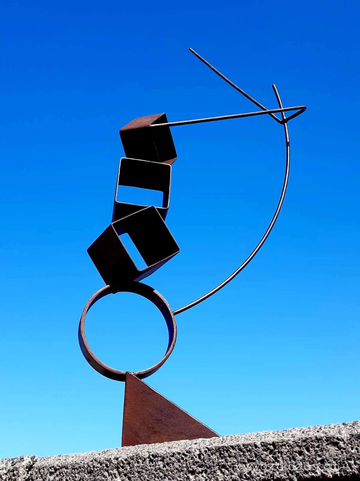 escultura el acrobata acero corten.