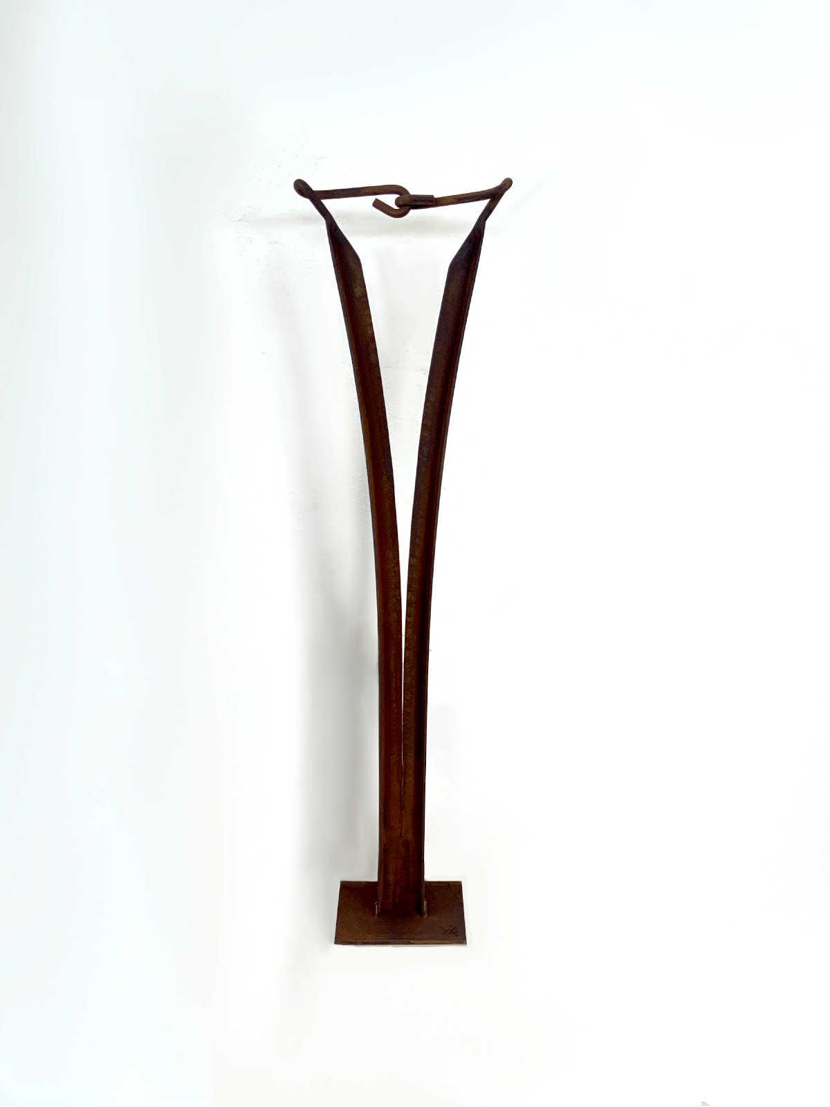 escultura abstracta acero corten la union hace la fuerza